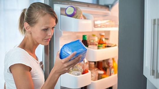 Každé jedlo v chladničke má svoje miesto....