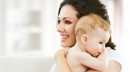 """""""Nočné dojčenie kazí zuby. Dieťa si má..."""