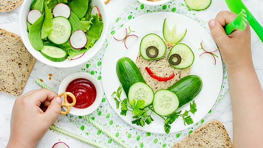 Ako do detí dostať zeleninu? Vtipnou...