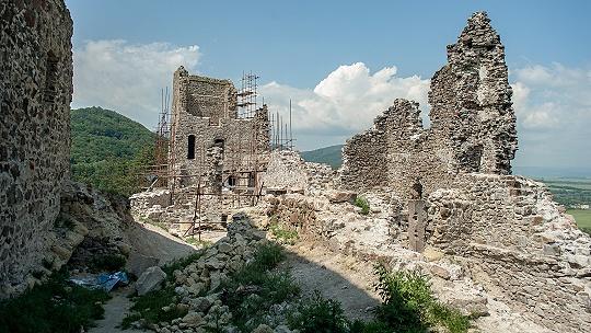 Na hrade Revište budú v sobotnú noc...
