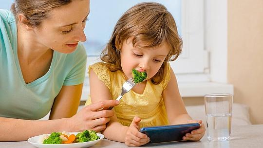 Zapínate dieťaťu tablet, aby sa pokojne...