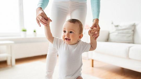 Nevoďte dieťa za ruky. Nástup chôdze to...