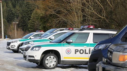 Opitý muž s troma deťmi v aute narazil do...