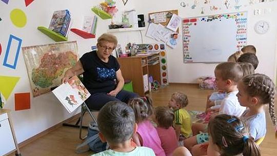 Seniorky chodia v Bratislave čítať do...