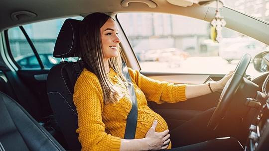 Tehotné ženy v aute. Aké predpisy a výnimky...