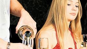 Ako správne reagovať, keď zistíte, že vaše dieťa pilo alkohol? 5 rád odborníka
