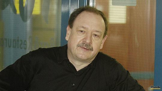 Spisovateľ Daniel Hevier učí na sieti...